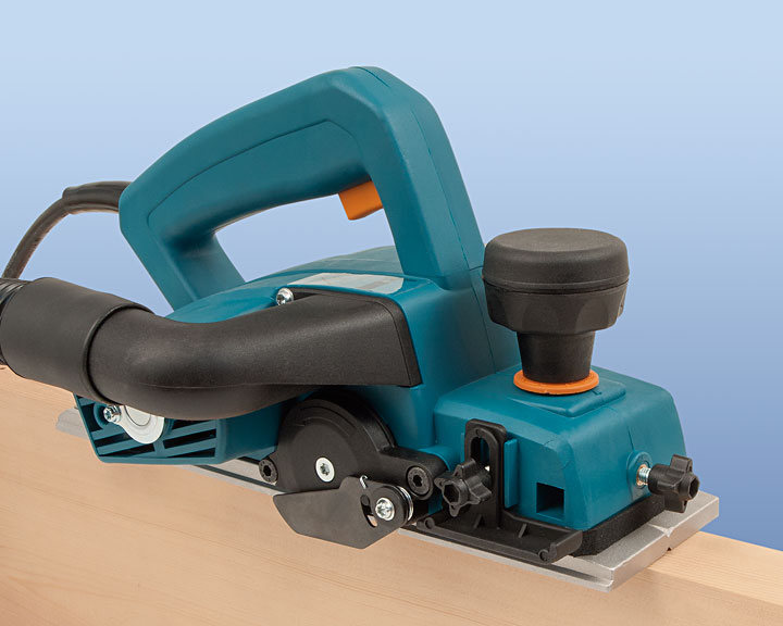 Equipped with interchangeable tool holders for helicoidal blade and sanding roller.